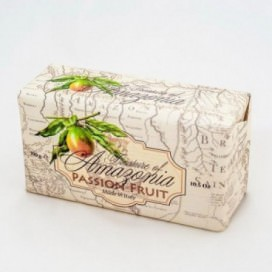 Soap 100% Vegetal, achieved with natural products | Rectangular shape | Weight 300 grams | Intense and fruity scent