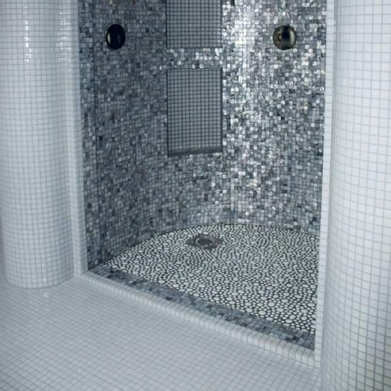Mosaico effetto sasso per parete e pavimento for Mosaico vetro bagno