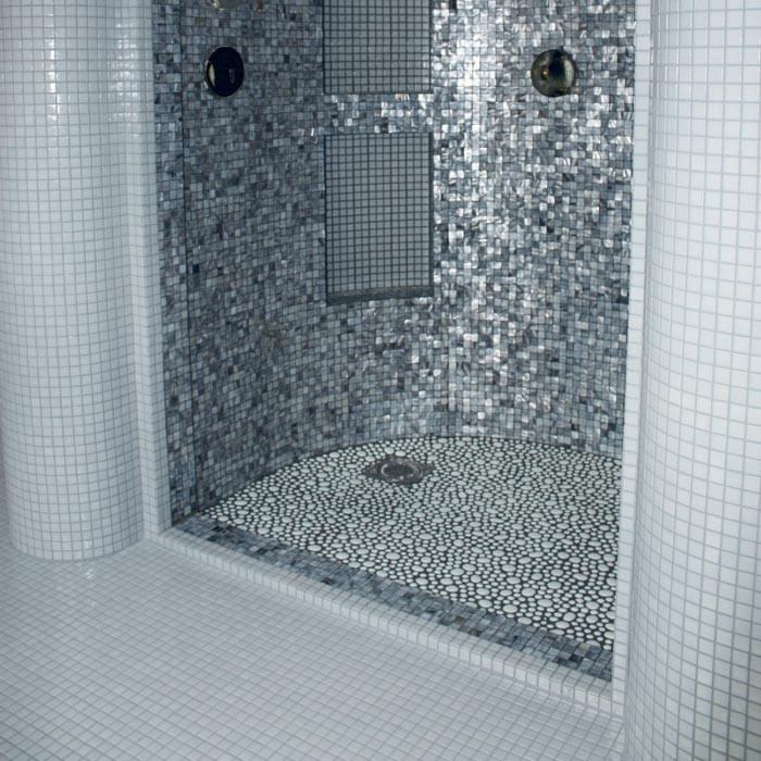 Mosaico effetto sasso per parete e pavimento - Mosaico vetro bagno ...