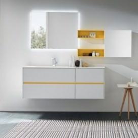 Mobile base bianco con sistema apertura giallo   Top mineralmarmo bianco con lavabo   Pensili a giorno e colonne laccate
