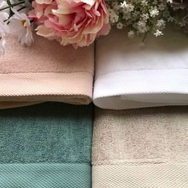 Asciugamani colorati in morbida spugna Made in Italy. Disponibili in 4 colori. Ospite + Viso