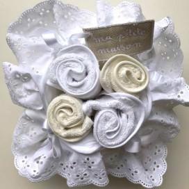 Porta lavette bianco in cotone con ricamo San Gallo completo di 4 lavette bianche