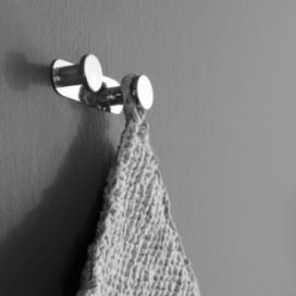 "Clothes hanger with 2 knobs in chrome | ""Pratica"" Series"
