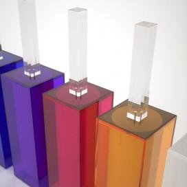 Porta scopino a pavimento in Plexiglass colorato